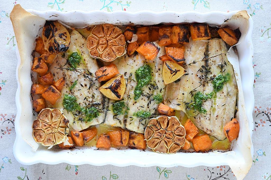 פילה דג ברמונדי ישראלי בתנור עם בטטות, ראשי שום וצ'ימיצ'ורי