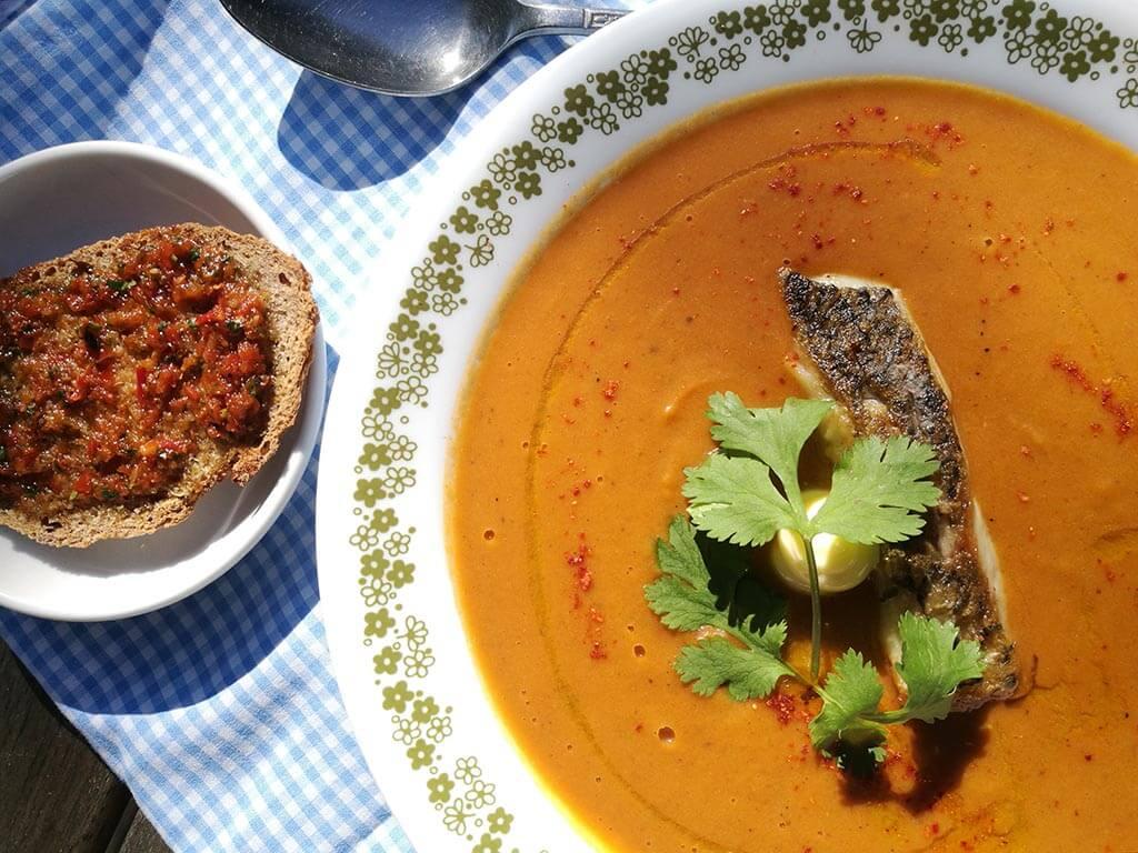 מרק דגים עם ברמונדי ישראלי